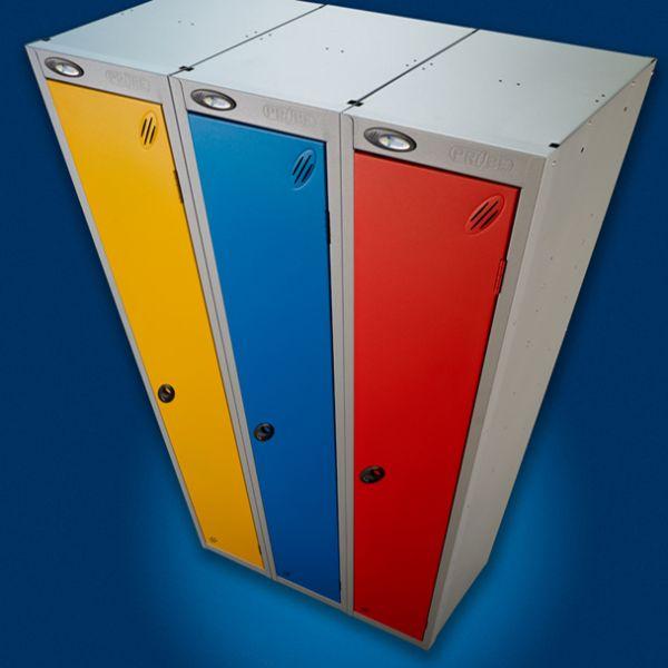 Lockers en zitbanken